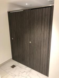 cubicle door in dukes court