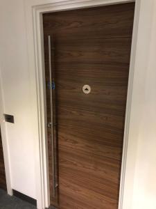 shower door in dukes court
